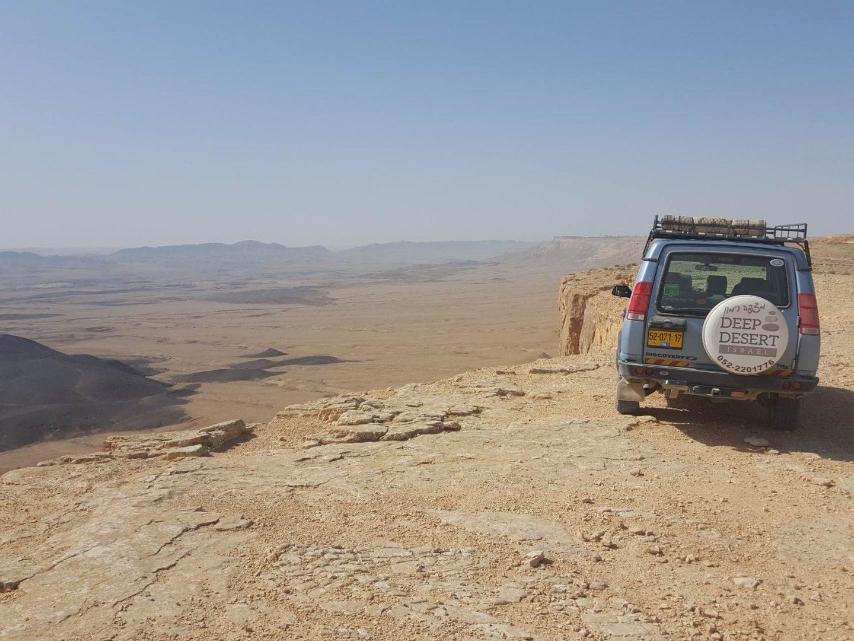 תצפית על מכתש רמון בטיול ג׳יפים