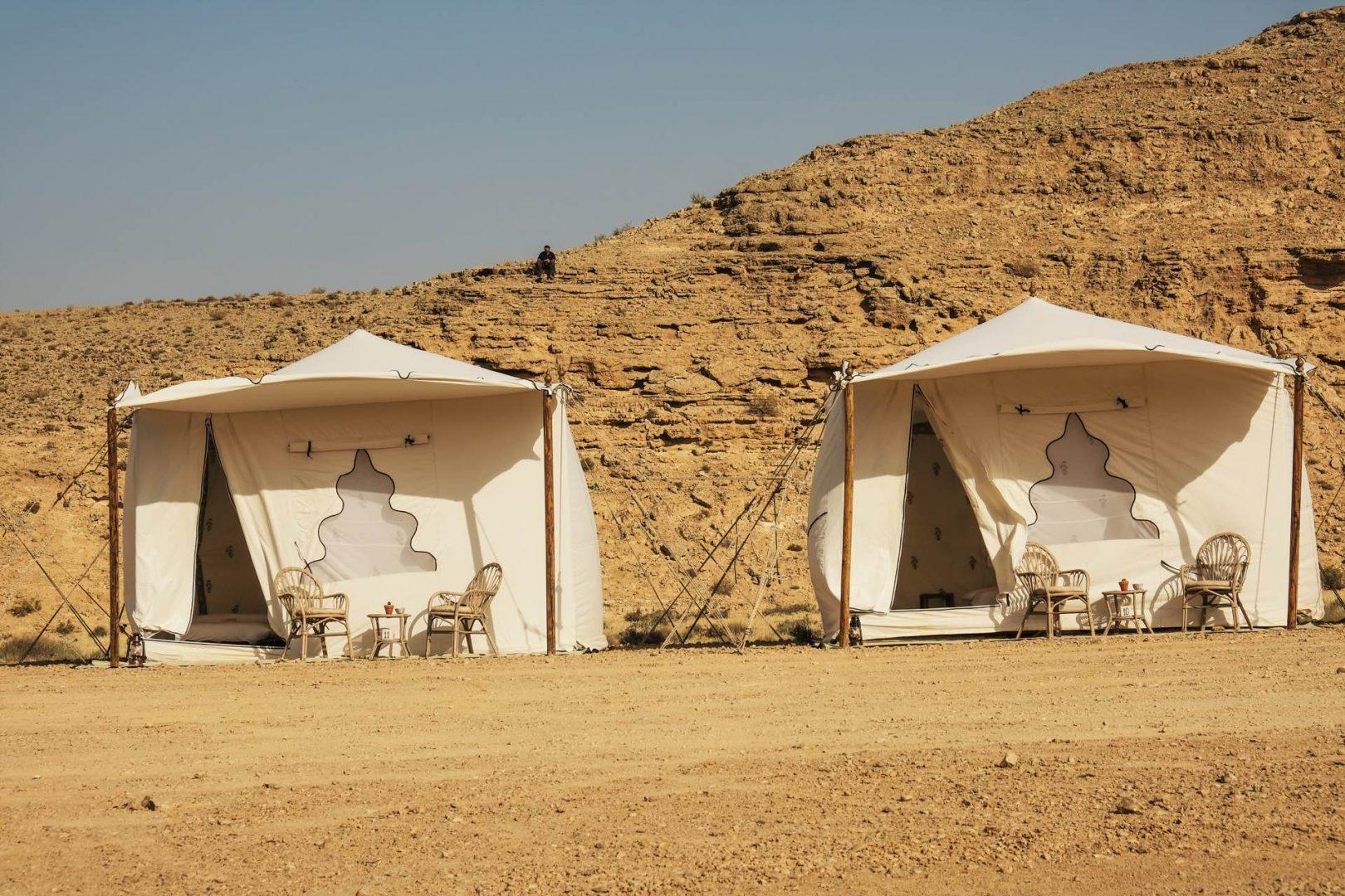 אוהלים יוקרתיים ללינה בשטח מכתש רמון