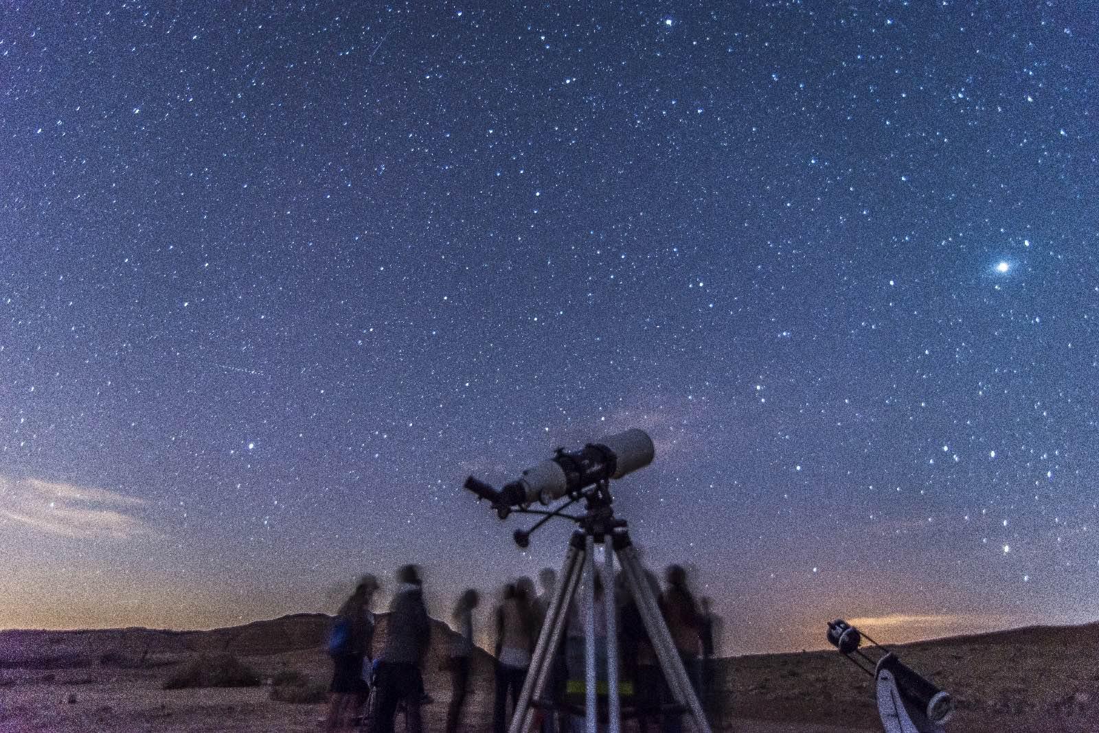 תצפית טלסקופים משפחות מכתש רמון