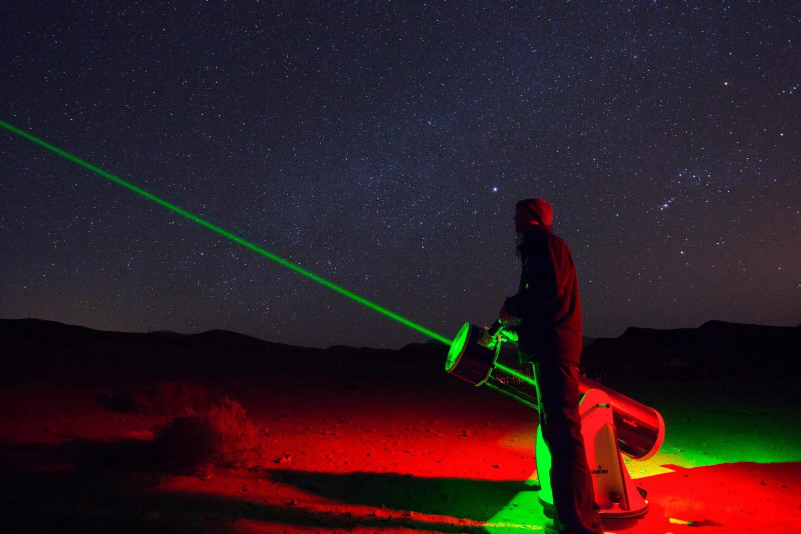 צפייה בטלסקופים במכתש רמון